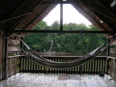 Interieur van de hangmatplaats op Kwai-Kwai eiland