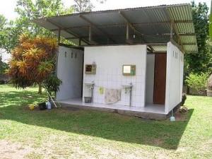 Sainitaire voorzieningen in het regenwoud