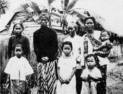Javaanse contractarbeiders op een plantage in Suriname.