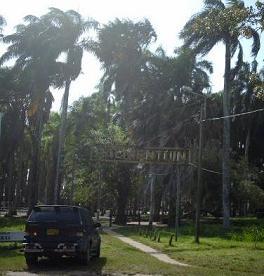 De ingang van de Palmentuin Paramaribo.